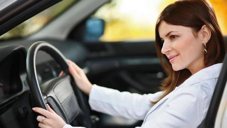 требуется женщина-водитель